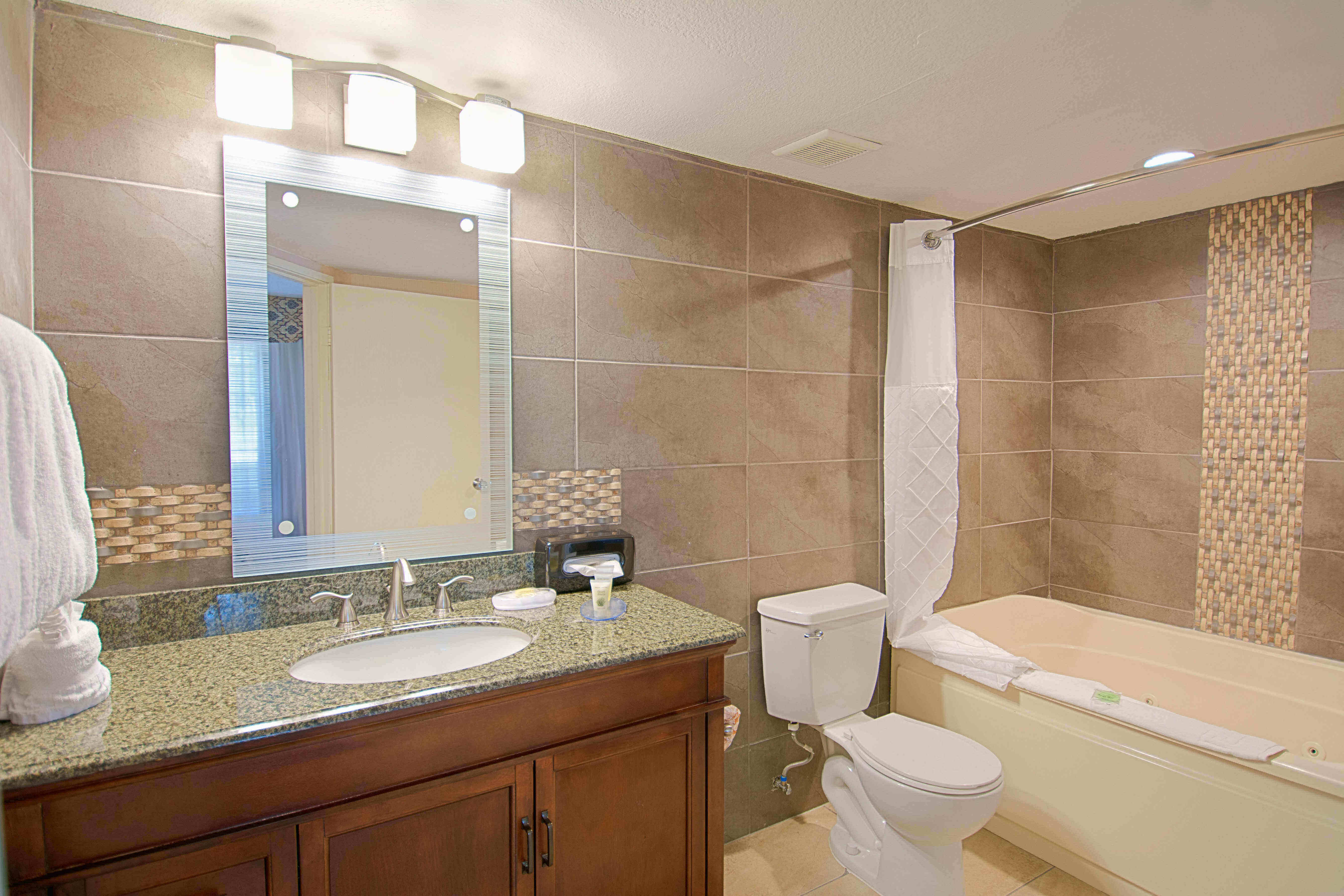 Bathroom_with_Jetted_Tub_RM_350_2.jpg